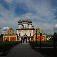 Тихвинский успенский монастырь :: Сергей Дорохов