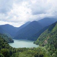 Озеро Рица :: Роман Небоян