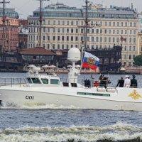 Президент принимает первый парад ВМФ в Санкт-Петербурге :: Larisa