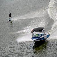 На водных лыжах. :: Александр Бабаев