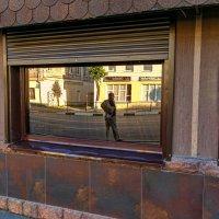 Отражение в витрине. :: Анатолий. Chesnavik.
