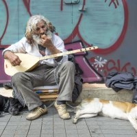 На обочине, музыкант, завтрак... :: Cергей Павлович