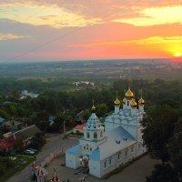 В лучах восходящего солнца. Петропавловский монастырь. Брянск :: MILAV V