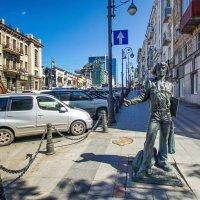 Морячок на Океанском проспекте, Владивосток :: Эдуард Куклин