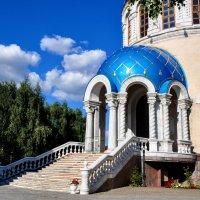Вход в храм :: Анатолий Колосов