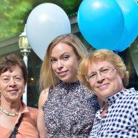 Три девицы под окном ... :: Юлия Масликова
