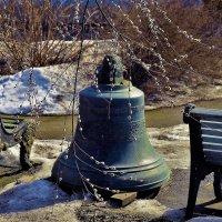 Старинный колокол и весна... :: Sergey Gordoff