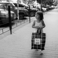 Мадмуазель,Вам помочь? :: Лариса Красноперова