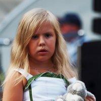 Девочка с заяцем :: Михаил Малец