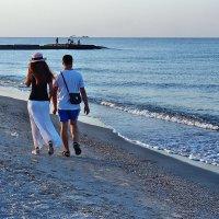 The Box - пляж эмоций. И по утрам такие пары там гуляли... :: Александр Резуненко