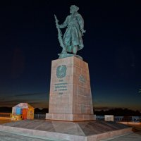 Памятник первопроходцам :: Юрий Николаев
