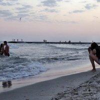 The Box - пляж эмоций. И люди в тёплом море на закате целовались.. :: Александр Резуненко
