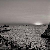 Закат на берегу Севастопольской бухты :: Александр Гапоненко