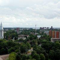 Александровская кирха  (слева) и справа вдали кирпичные здания Кренгольма :: Елена Павлова (Смолова)