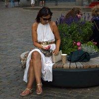 Дама в белом... :: Alex S.