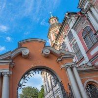 Старая церковь :: Сергей Добрыднев