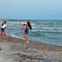The Box - пляж эмоций. Сами себя девчонки там снимали... :: Александр Резуненко