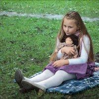 С куклой... :: Валентин Яруллин