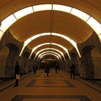 Чкаловская станция метро,Москва :: Александр Качалин
