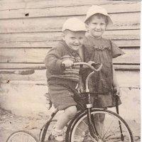 Первый велосипед, какое счастье! :: Михаил Попов
