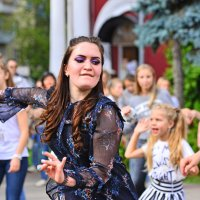 Импровизация уличного танца. :: Тамара Бучарская