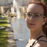 На фоне фонтанов.... :: Сергей Израилев