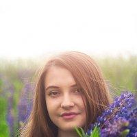 Карина и люпины :: Тася Тыжфотографиня