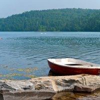 Одинокая лодка :: Владимир Гришин