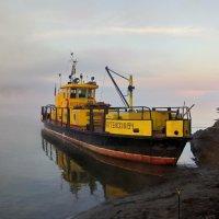 Кораблик в утреннем тумане :: Евгений Золотаев