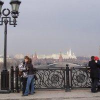 вид на Кремль с Патриаршего моста :: Анна Воробьева