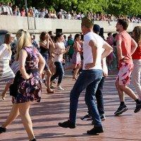 танцы и зрители :: Олег Лукьянов