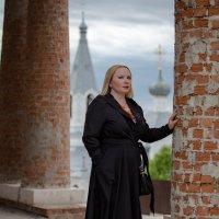 портрет на фоне Храма :: Валерий Гудков