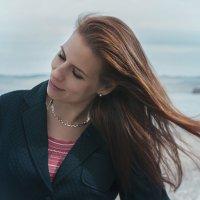 Ветерок в ее волосах... :: Алиса Колмагорова