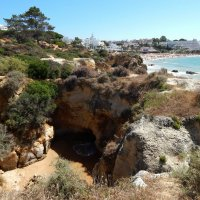 Океан пробирается на сушу через норку в скале. :: Лариса (Phinikia) Двойникова