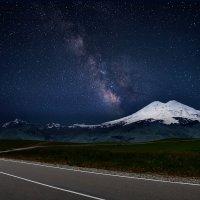 ночь по дороге к горе Эльбрус. :: Евгений Ромащенко