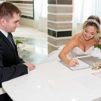 Невеста расписывается :: Сергей Звягинцев