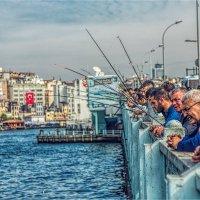 Рыбаки на Галатском мосту :: Ирина Лепнёва