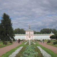 Кусково. Большая оранжерея и колонна :: Дмитрий Никитин