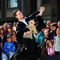 Танцы на улице !! :: Николай Кондаков