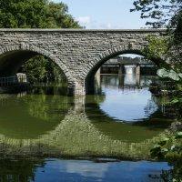 Двухарочный мост на р.Эйвон (Стратфорд, Канада) :: Юрий Поляков