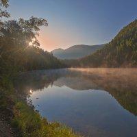 Рассвет на озере :: Анатолий Иргл