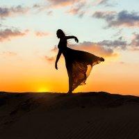 Танец на закате. :: Петр Кладык