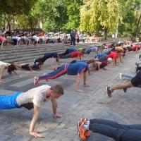 Зачет по физкультуре в Днепре перед ДК студентов... :: Алекс Аро Аро