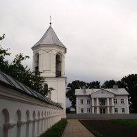У стен Свято-Никольского монастыря :: Тамара Лисицына