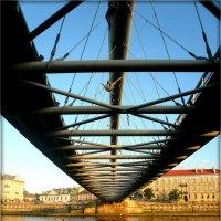 Краковский пешеходный мост Ojca Bernatka :: Galina Belugina