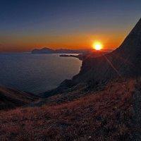 Луч солнца мрак преодолев, достиг заветных берегов... :: viton