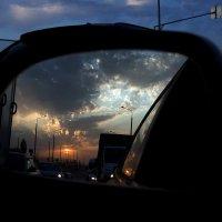 Конец одного дня всегда несет предвкушение перемен. :: Виталий Павлов