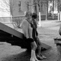 А у нас во дворе есть девчонка одна..... 1974 (май) :: Игорь Смолин