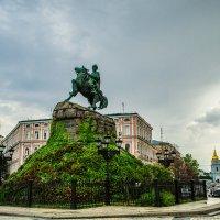 Памятник Богдану Хмельницкому на Софиевской площади в Киеве :: Наталья Лысенко