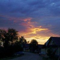 Закат в деревеньке :: Мария Емельянова